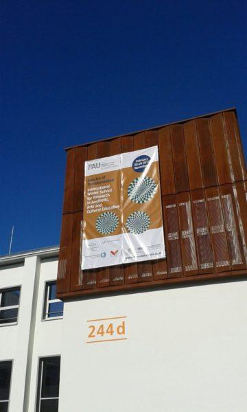 Winterschool-Plakat auf AEG